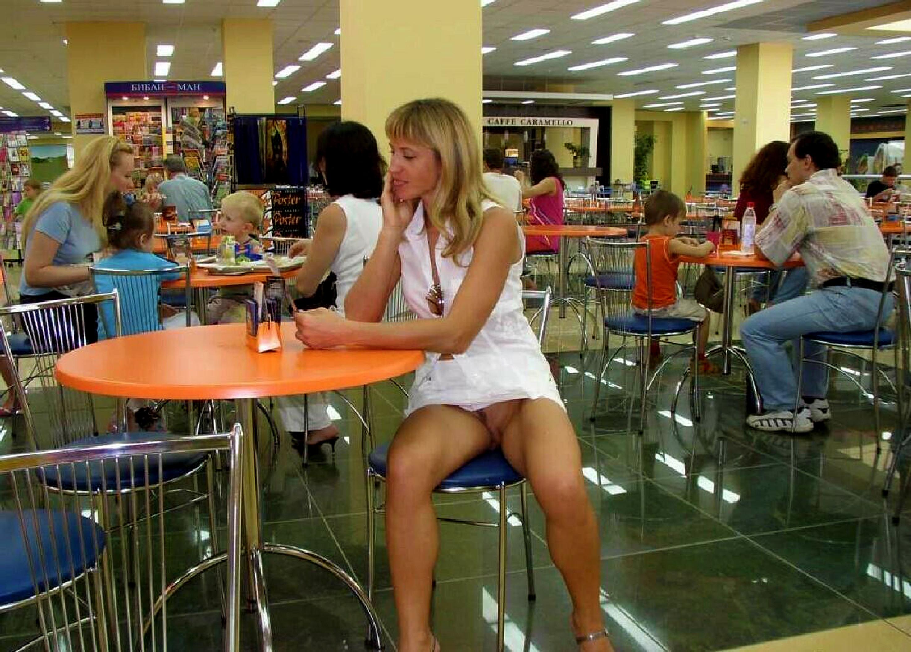 Фото кафе без трусиков 6 фотография