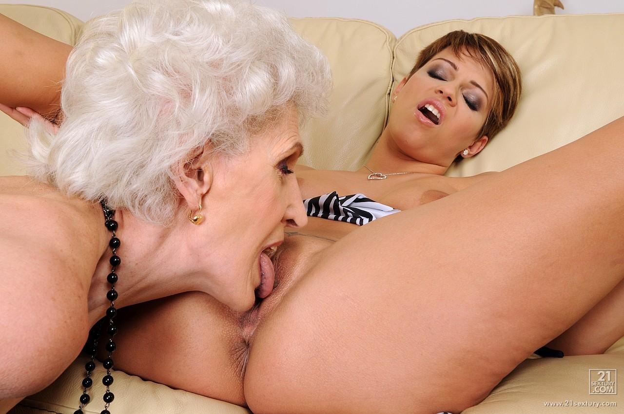 babushki-lesbiyanki-porno-filmi