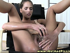 pee-covered-piss-drinking-babe-plays