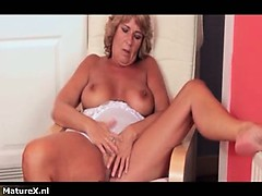 nasty-mature-slut-goes-crazy-fingering-part1