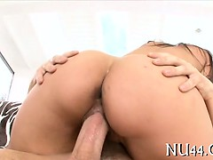gal-gives-rodeo-on-dick