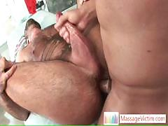 bear-gets-his-hairy-asshole-fucked-by-massagevictim