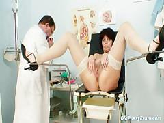 elder-wife-weird-speculum-vagina-examination