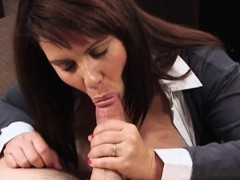 latina-wifey-sells-her-muff-for-money-to-pay-the-bail
