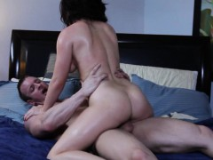 belle-noire-bouncing-on-cock-on-the-bed