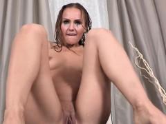 pissdrinking babe tasting her pee