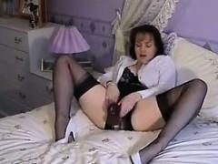 granny-in-lingerie-masturbating