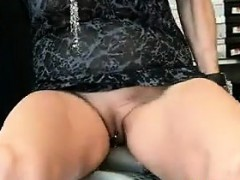 mature-pussy-in-public