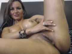 sexy-body-oil-teasing-webcam-show