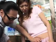 publicsex-asian-amateur-gets-fingered