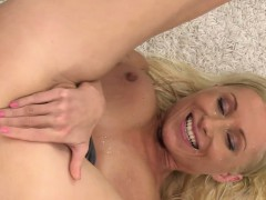 blonde-babe-pissing-on-her-pretty-face
