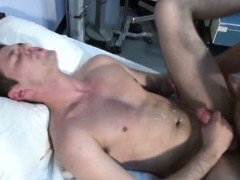gaysex-muscle-hunks-gets-assfull-of-cock