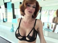 sexy-veronica-flashes-boobs-to-seduce