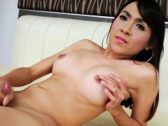 ts-sugar-jerks-off-until-she-cums-off