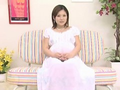 pregnant-asian-babe-sucking-on-a-dick