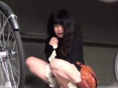 asian-hos-caught-pissing