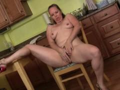 mom-turns-household-chores-into-a-masturbation-adventure