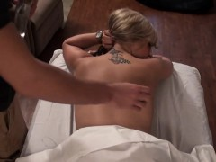 raunchy-and-sexy-oil-massage-for-stunning-beauty