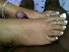 18yo indian giving a great foot job – نيك بنات الهند الجميلات بنت مزة فى شقة مفروشة مع عشيقها تتناك