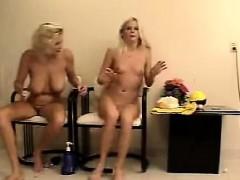 nasty-amateur-blonde-women-masturbating