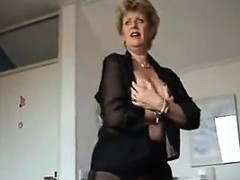 mature-woman-teasing-her-sexy-nylons