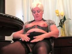 british-mom-elaine-can-t-control-her-masturbation-addiction