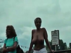 kinky-lesbians-playing-out-in-public