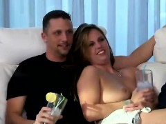 blondie-sucks-off-in-the-middle-of-a-swingers-party