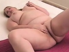 fat-amateur-girl-fingering-her-pussy