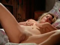 splendid-german-babe-masturbating-in-bed