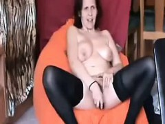 mature-housewife-sandy-masturbates-and-cums