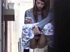 asian-caught-urinating