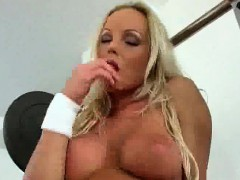 silvia-saint-fingers-inside-the-gym