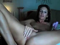 mature-woman-with-no-tits-masturbates