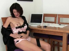 grandma-doesn-t-shave-her-old-pussy