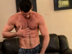 mature-muscle-billy-santoro-jerks-thick-meat