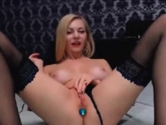 blonde-in-lingerie-masturbating-live-webcams