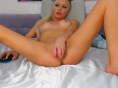 hot-blonde-dildoing-her-perfect-pussy-on-webcam