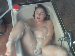 big-chick-masturbates-in-the-shower