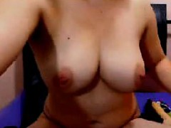 topless-aunty-teasing-her-body