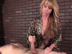 Mature masseuse a handjob queen