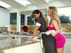 lesbians-licking-pussy-in-the-kitchen