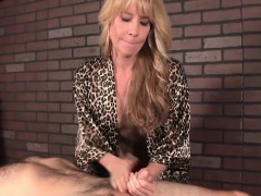 Dominating Masseuse Daisy Dalton Slaps Client