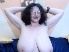 granny-with-huge-tits-shows-off