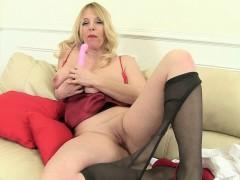 british-mums-love-playing-around-in-tights