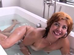 llynn-going-for-a-tub