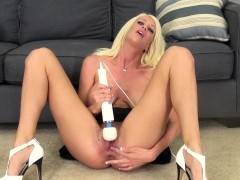 bodacious blonde riley jenner making herself jizz hard with a sex toy