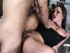 Delicious Slut Gets Rammed In The Gym