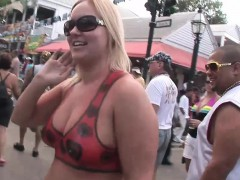 kinky-sluts-get-naked-in-public