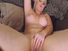flawless-curvy-babe-masturbates-her-pussy